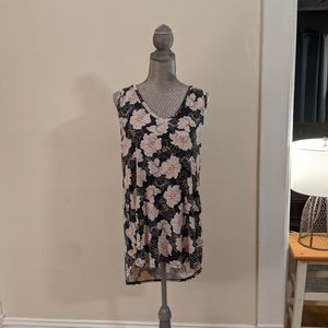 Sleeveless Floral V-Neck Tee (XL)